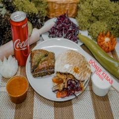 Gyros pitában, 0,33l-es Coca-Colával, Baklavával